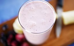 Deliciously Easy Banana Berry Smoothie